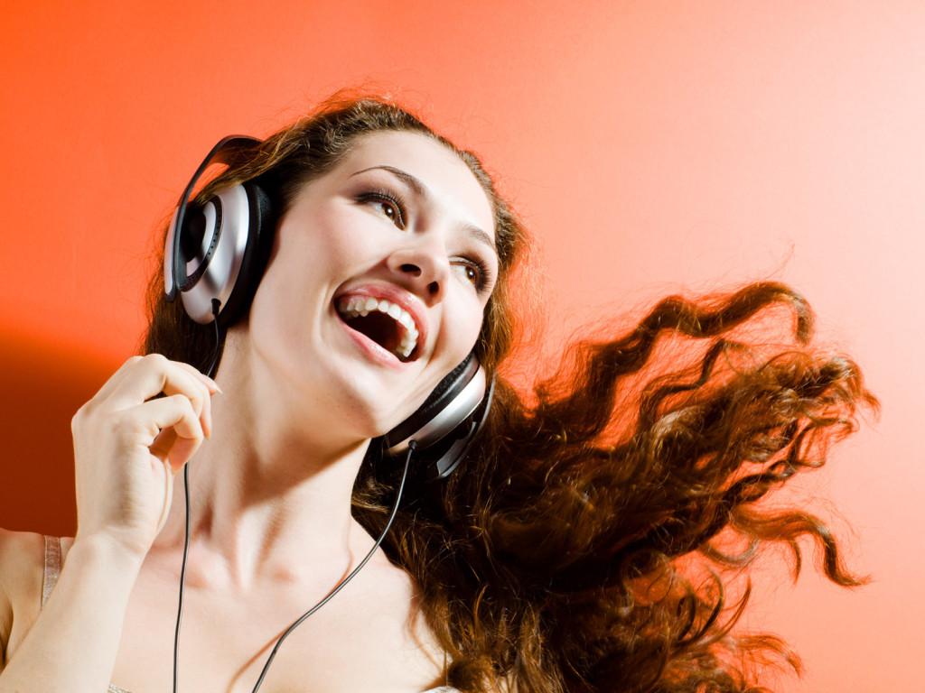 Нам музыка жить помогает